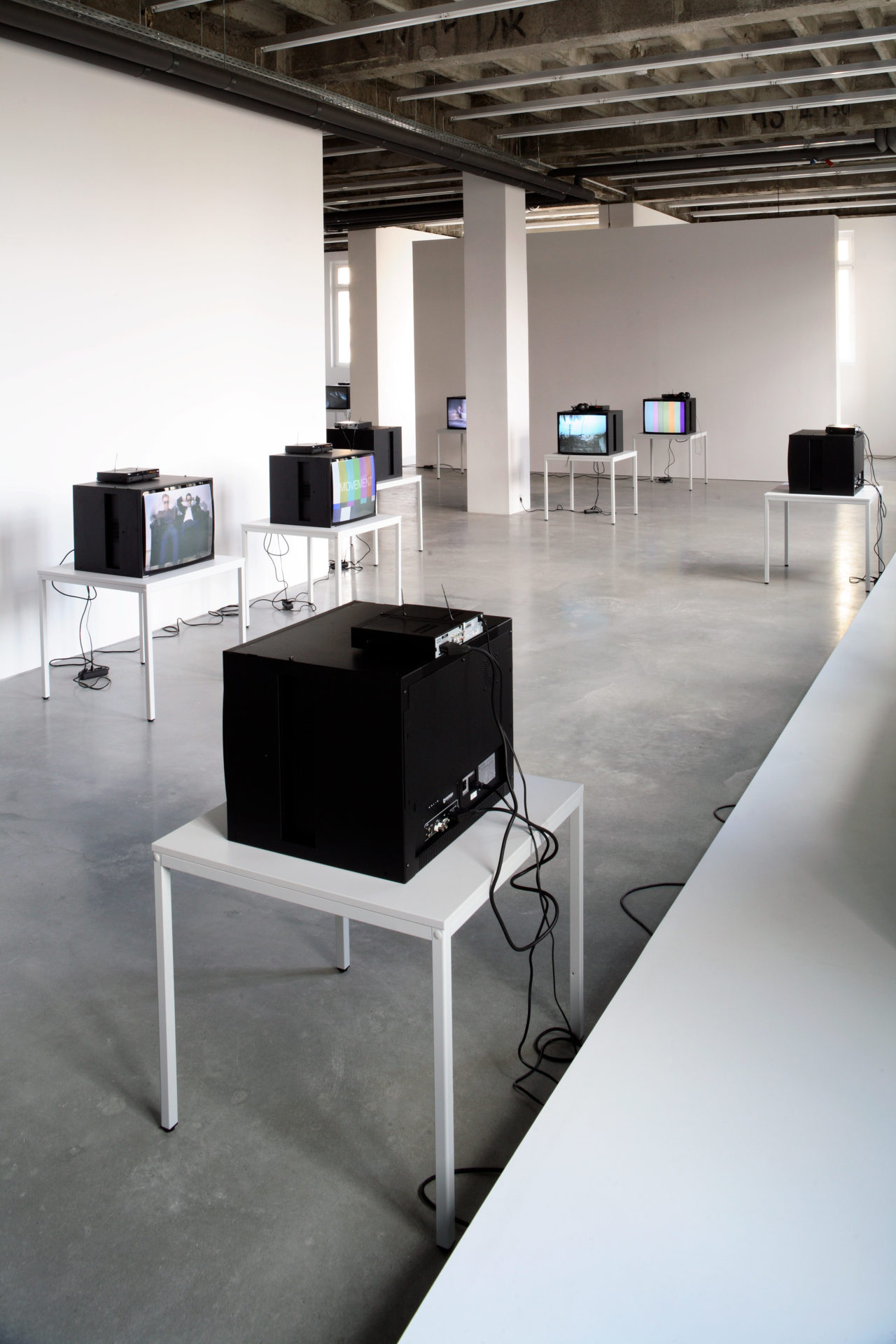Heimo Zobernig: Video, Installation view
