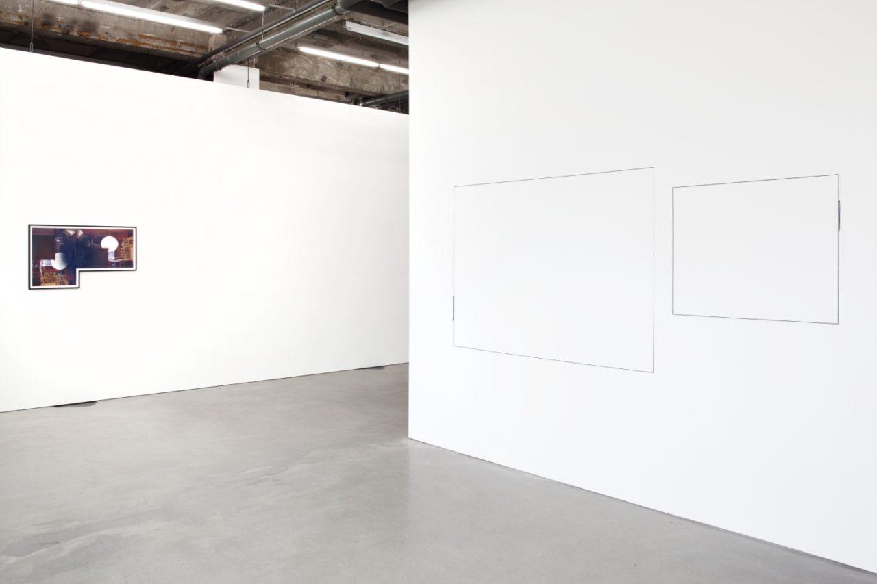 """Links: Stephen Prina, haubrok I (push painting) (2008); Rechts: Stephen Prina, Exquisite corpse: The complete paintings of Manet 222 of 556: """"Dames aux éventails"""" (woman with fans) 1874 jeu de paume, Louvre, Paris (2012)"""