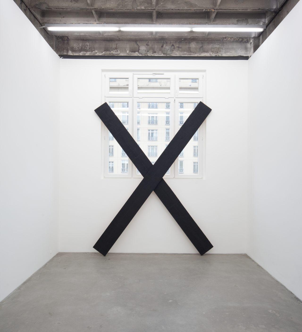 Wade Guyton, X sculpture (2005)