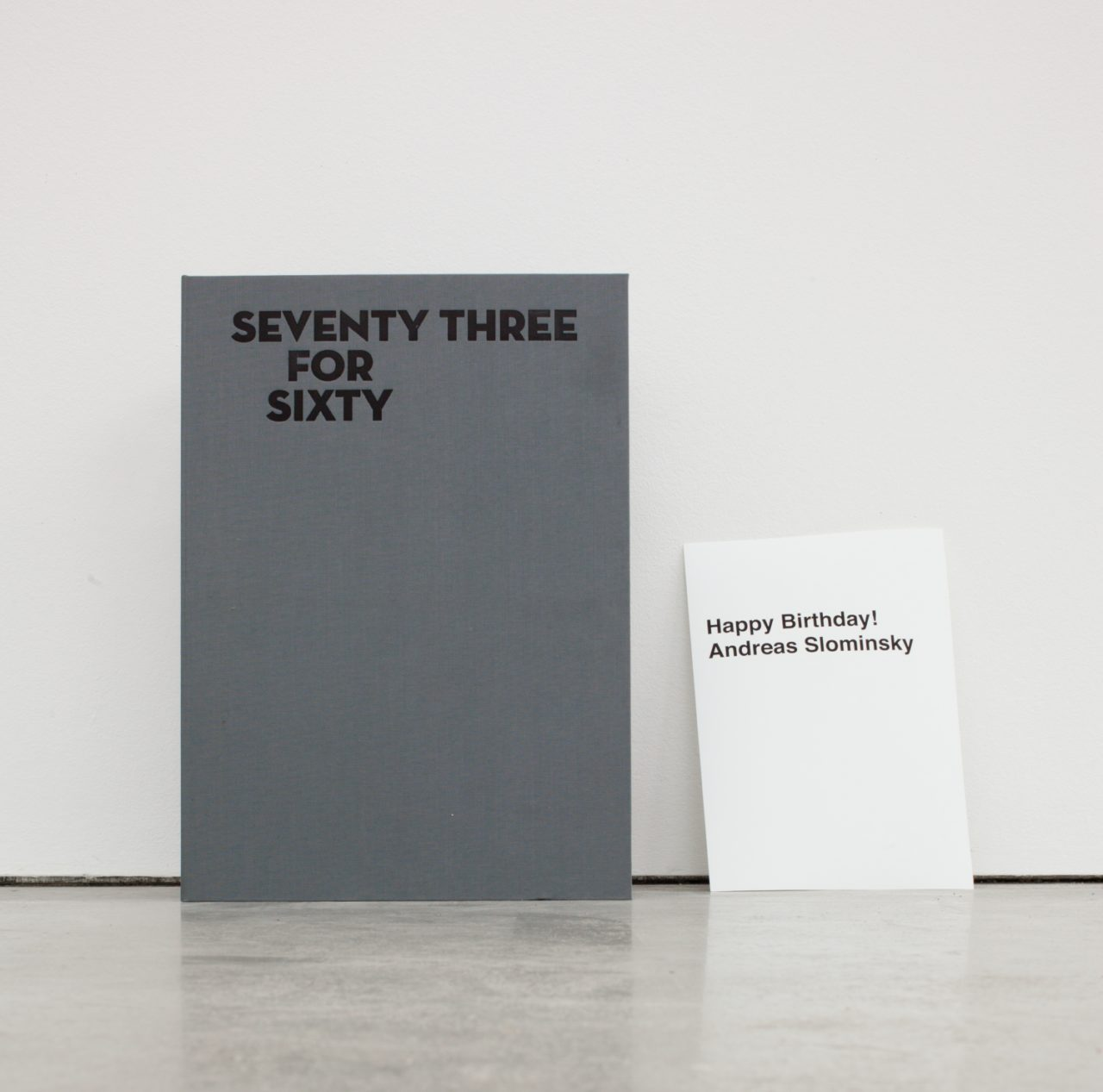 Links: Seventy Three For Sixty box; Rechts: Andreas Slominski, untitled (2011)