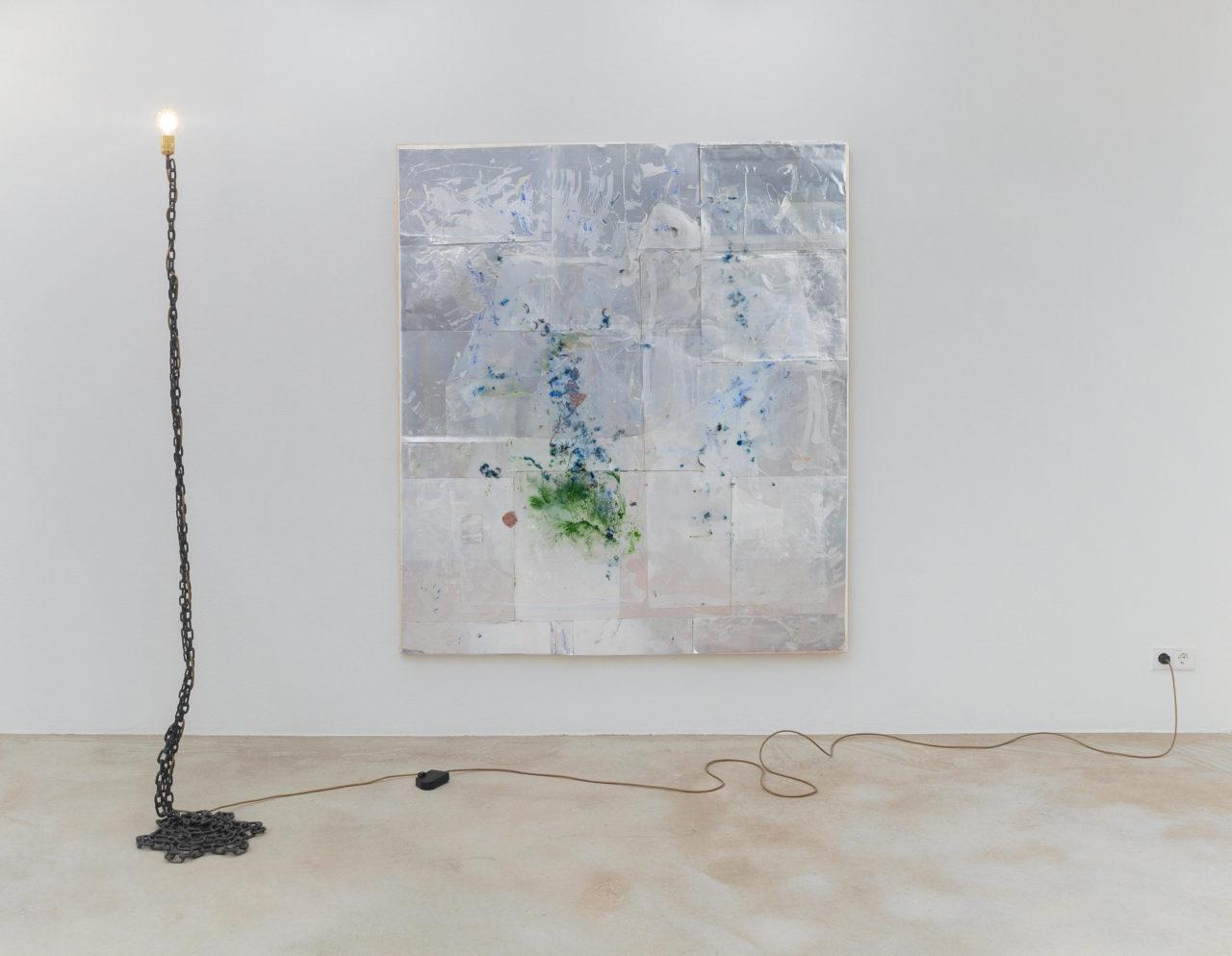 Left: Franz West, Lampe des Künstlers II (1989); Wall: Rudolf Polanszky, untitled, Rekonstruktionen (2006)