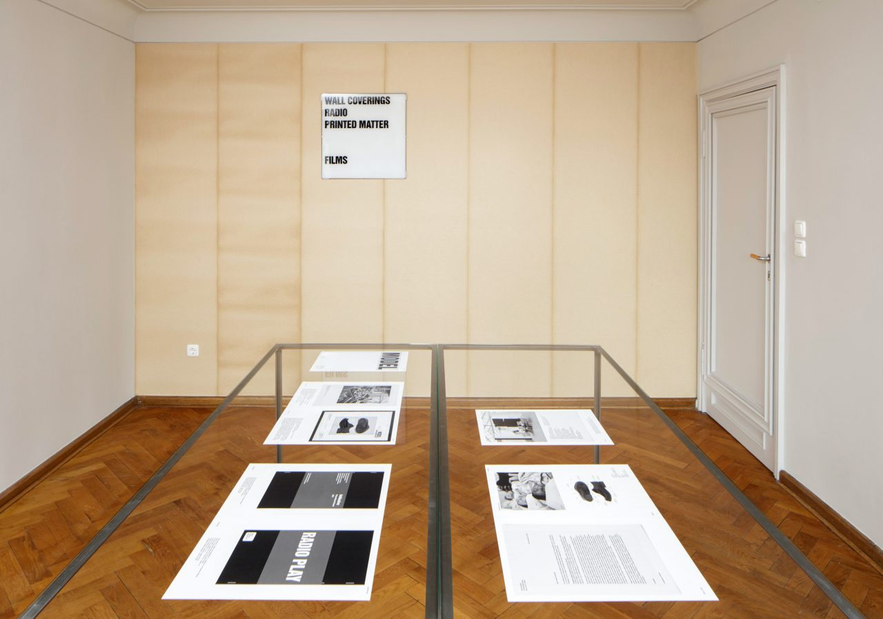 Christopher Williams: Werbung: Adapted for Use, Installationsansicht