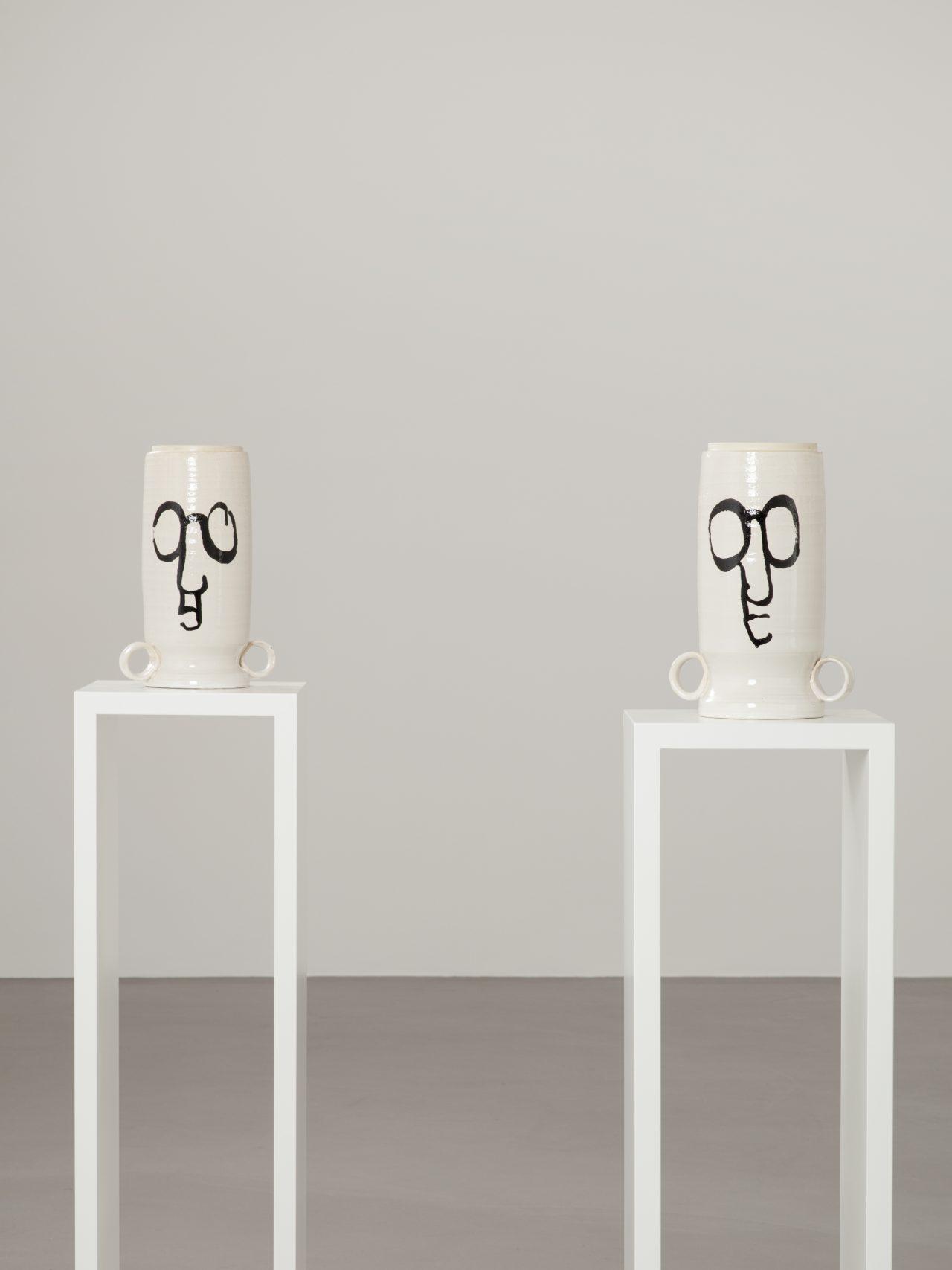Judith Hopf, Erschöpfte Vasen (2021)